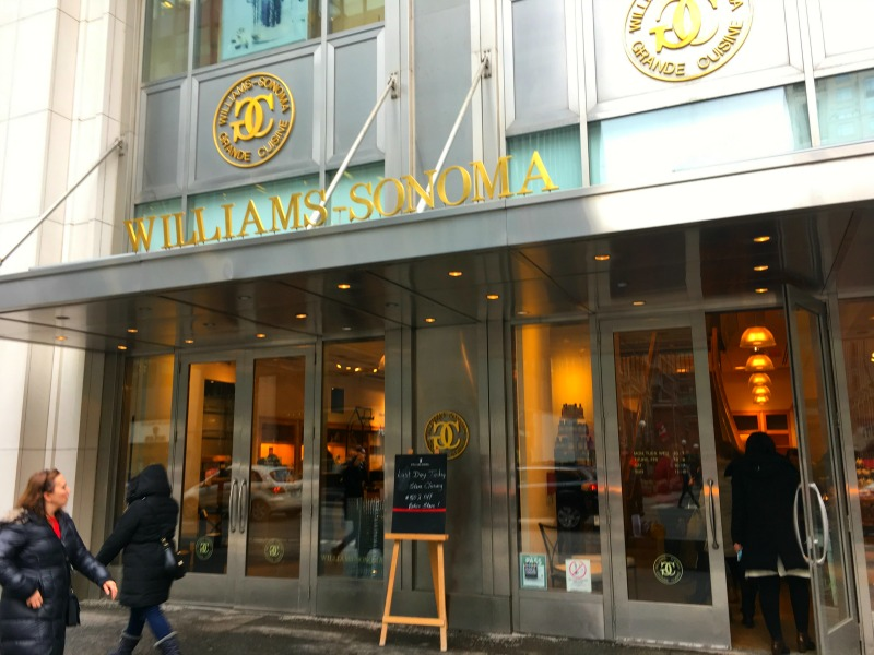 (Williams Sonoma at 100 Bloor St. W. at about 2:30pm on Wednesday, January 18, 2017)