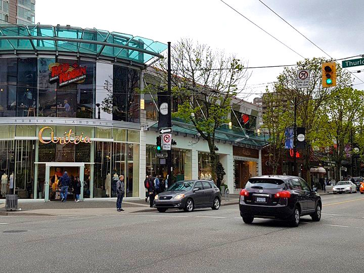 (Aritzia flagship at the southwest corner of Robson Street and Thurlow Street. Photo: Ritchie Po)
