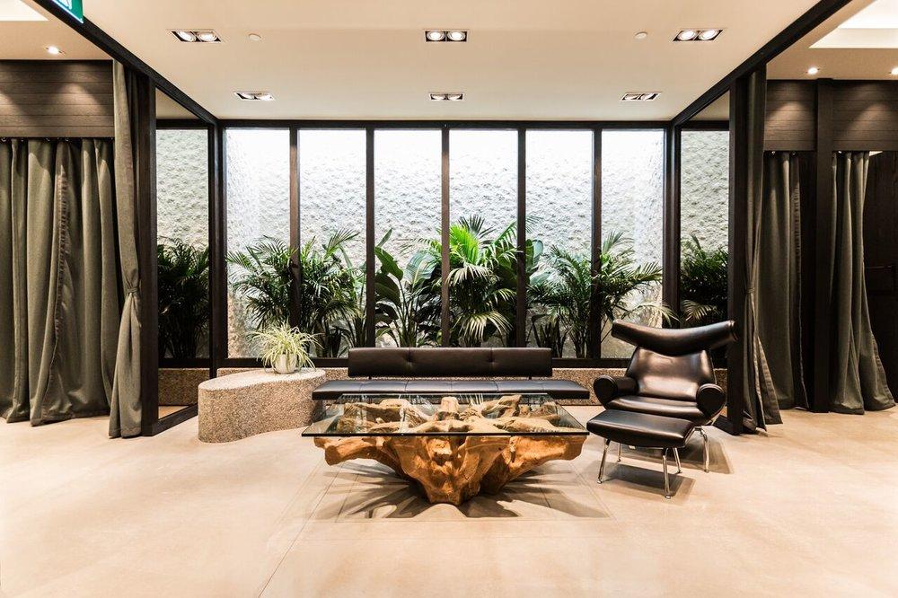 (Interior garden)