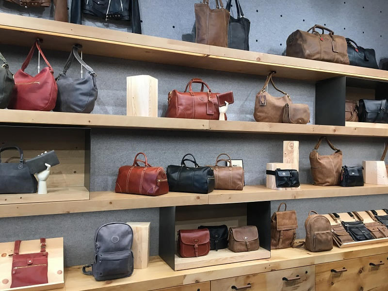 (leather bags)