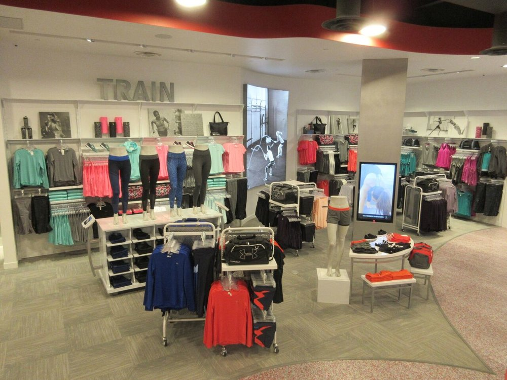 (CF Chinook Centre women's store)