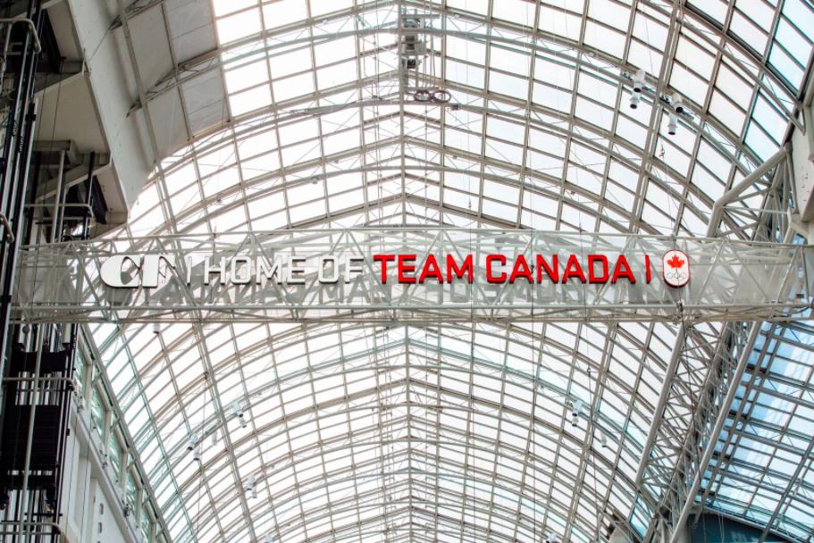(At CF Toronto Eaton Centre. Photo: Bettina Bogar)