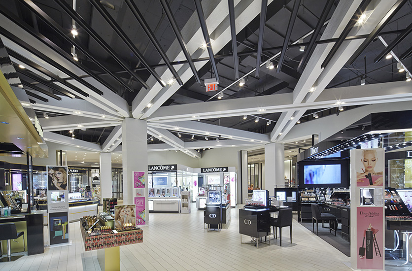 (Yorkdale beauty hall. Photo:  alexrebanks.com )