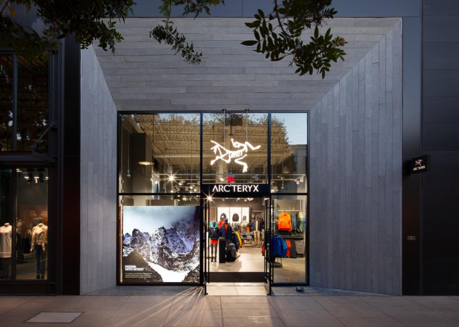(Stanford Shopping Centre, Palo Alto, California)
