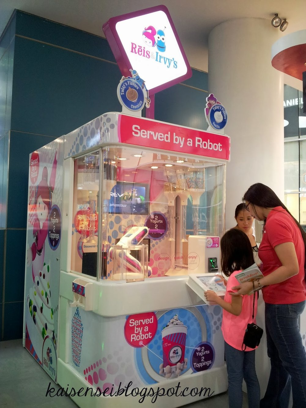World's First Robotic Frozen Yogurt Kiosk located in the Philippines. Photo:  Kaisen Sei