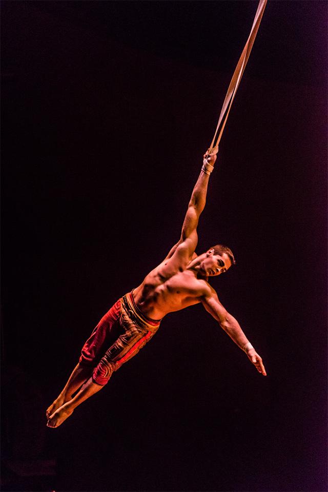Kurios 28. Photo:   Cirque du Soleil/  Martin Girard shootstudio.ca