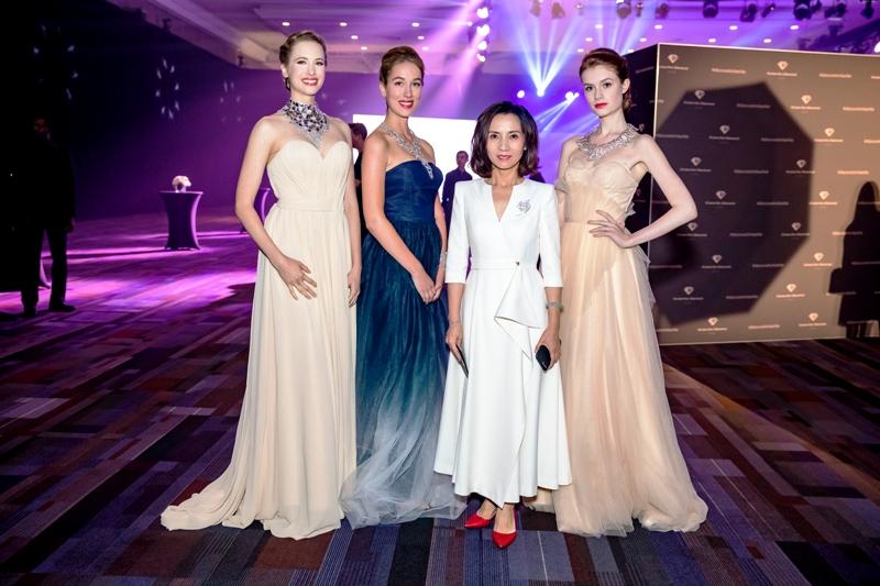 Zhu Wenjun with Models. Photo:   Kimberlite Diamonds