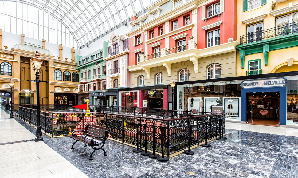 Up until recently, West Edmonton Mall was toying with the idea of creating a luxury wing in the mall's 'europa Boulevard' component, and Louis Vuitton would have occupied a corner space once housing retailer 'Scotch & Soda'. PHoto:    WEM Inn