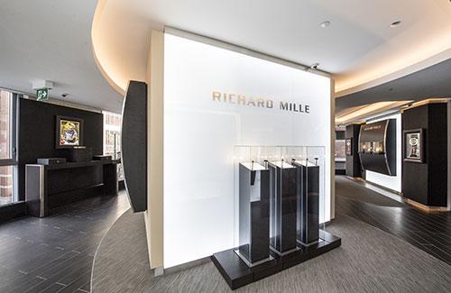 b272dd4a0f60 BRIEF  Luxury Brands Enter Canada