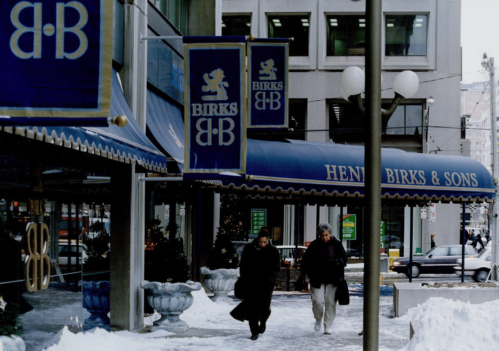 Outside Birks' Manulife Centre store on a winter day in 1977.  PHOTO: TORONTO STAR PHOTO ARCHIVE