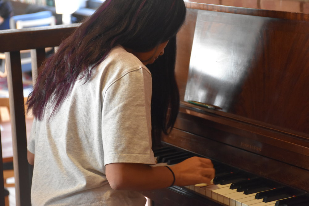 A debater shows off piano skills during a break.