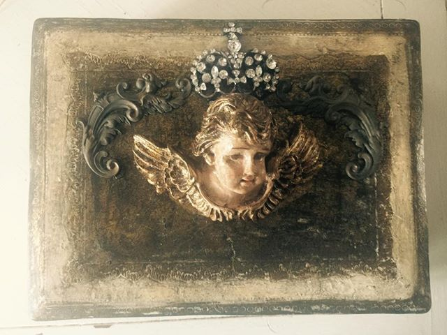 This Italian Florentine Jewelry Box was made with one of the new parts from #brokejewelsparts that I will be bringing to the #remnantsofthepastvintageshow November 11th and 12th in #santabarbara  The cherub is gorgeous and there are so many possibilities