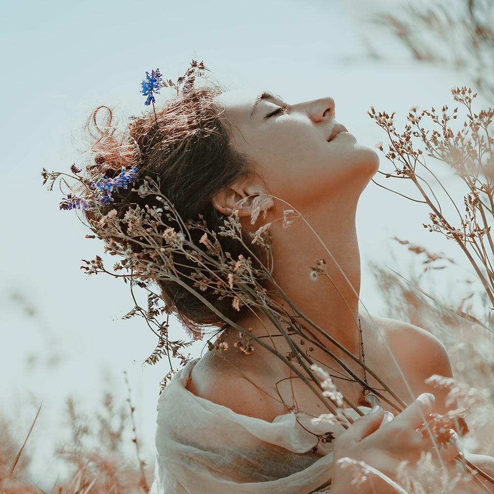 chica_flowers_boho.jpg