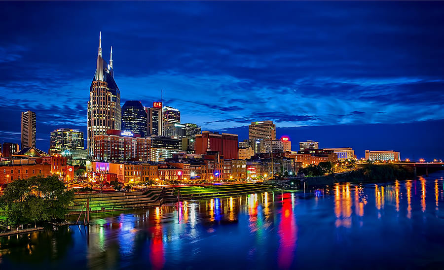 nashville-skyline-at-night-panoramo-dan-holland.jpg