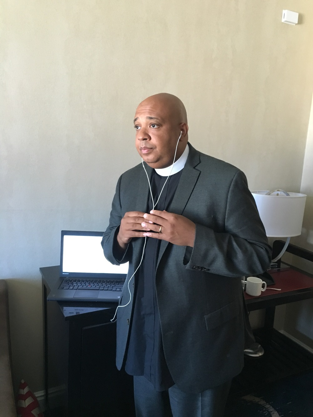 Rev Run taking a second to pose for a pic during the recording of his Juicebox Podcast episode.