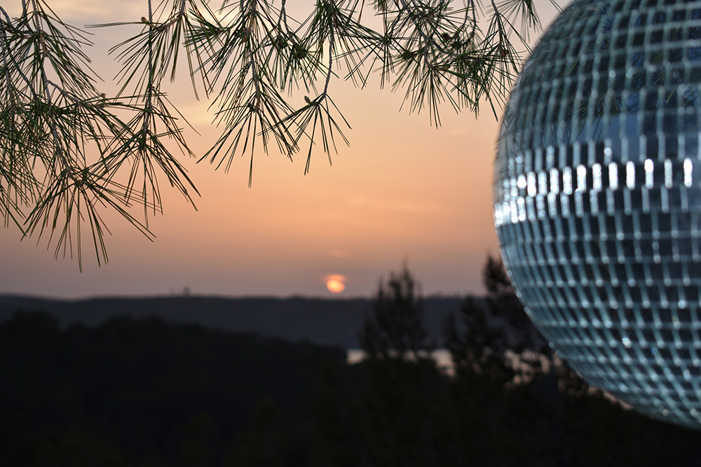 glitterballsunset.jpg