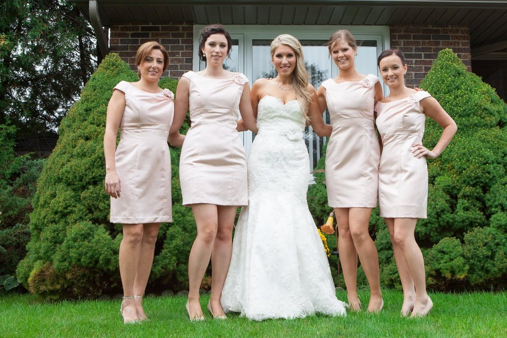 Real bride of OUTW - Laura & her maids!
