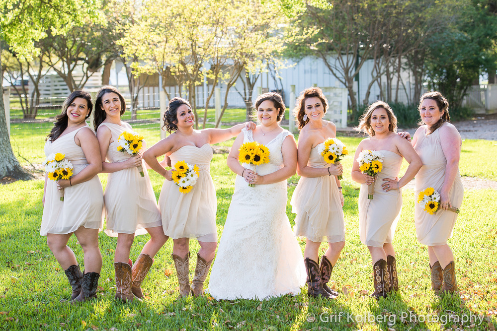 beautiful-bridesmaids-at-George-ranch-wedding