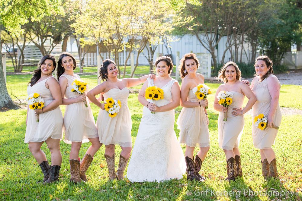 beautiful-bridesmaids-at-George-ranch-wedding