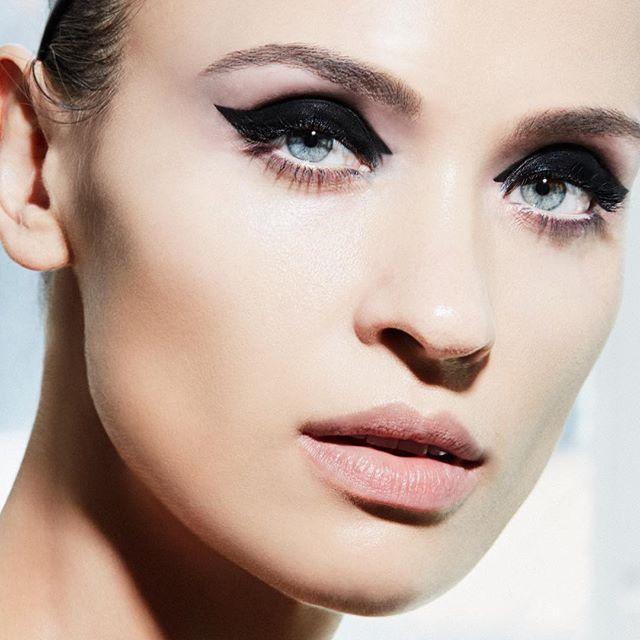 Cat eyes for KAT //@ekaterinamurphy // @sokphallaban MUA . . . .  #cateyes #eyeliner #makeuplook  #summerbeauty #instabeauty #beautyphotographer #beauty #instagood #instastyle #nycbeautyphotographer #studioshoot #lovemyjob