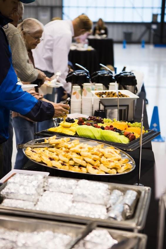 Pre-flight buffet of warm food & fresh fruit