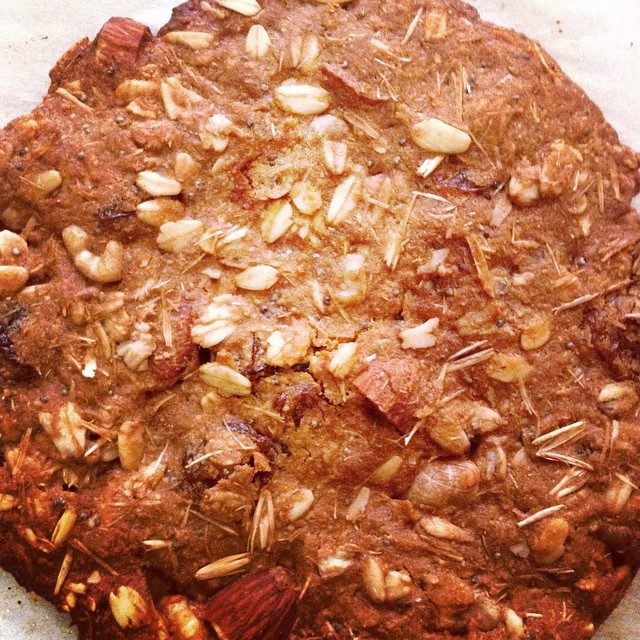#vegan #glütensiz  #pekmezli #şekersiz #sağlıklı #kurabiye - just out from the oven :our #glutenfree #oat #cookie #sugarfree sweetened by #molasses