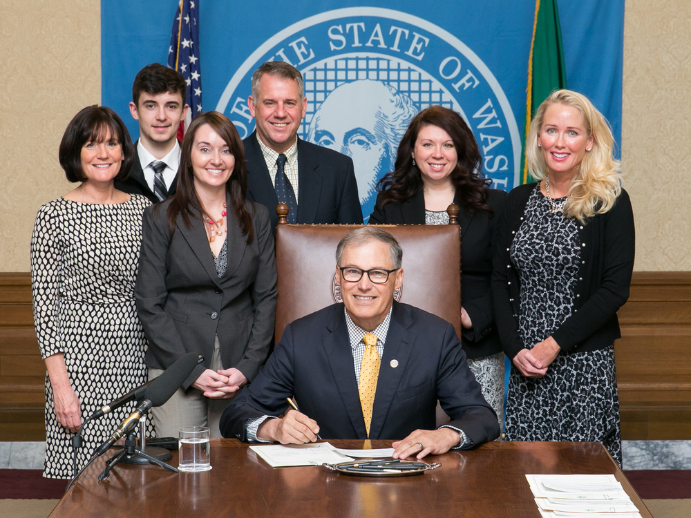 Governor Jay Inslee signs HB 1002 addressing dental insurance practices. Left to right: Former Rep. Cathy Dahlquist, John Cook, Dr. Amy Cook, Rep. Richard DeBolt, Governor Jay Inslee, Rep. Michelle Caldier and Dr. Cynthia Pauley.