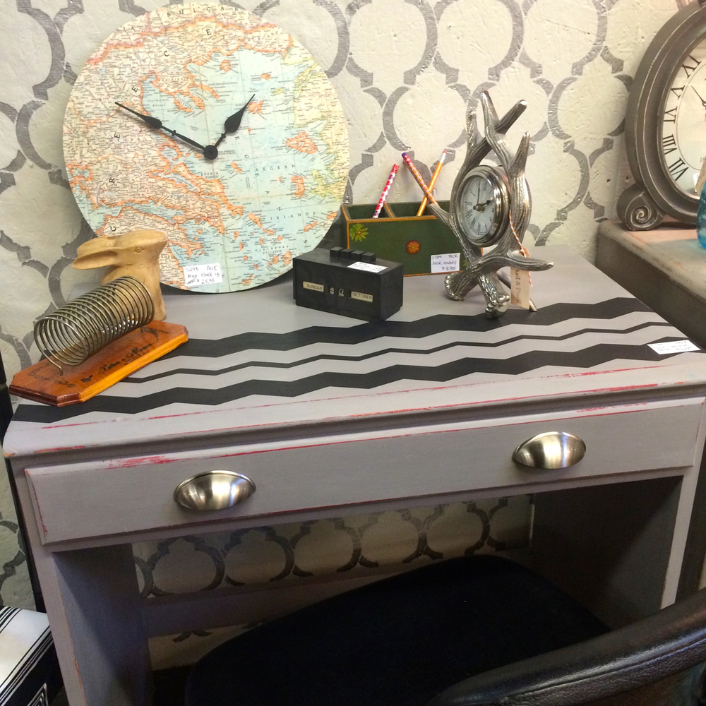 This would make a perfect little occasional desk in a room, and I can't say no to chevron, especially when it's accented like this [who would've thought?] but my favorite part is the hint of red from the distressing on the desk.