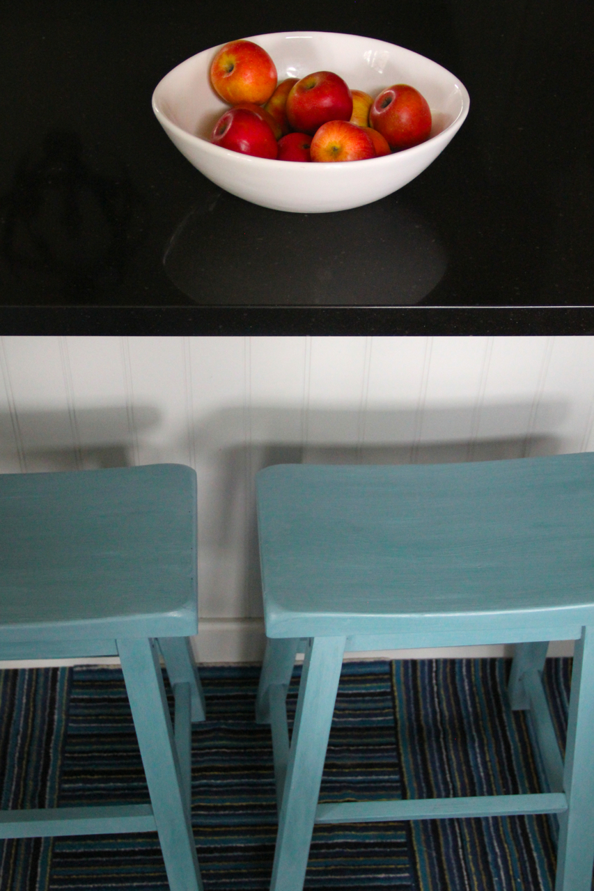 teal-counter-stools