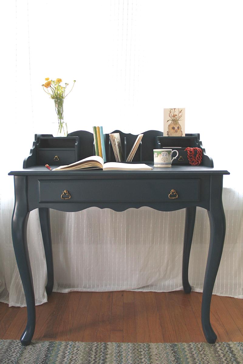 blue-desk-jotorrijos