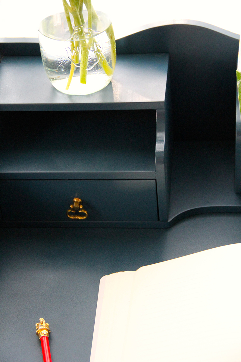 blue desk-close-jotorrijos