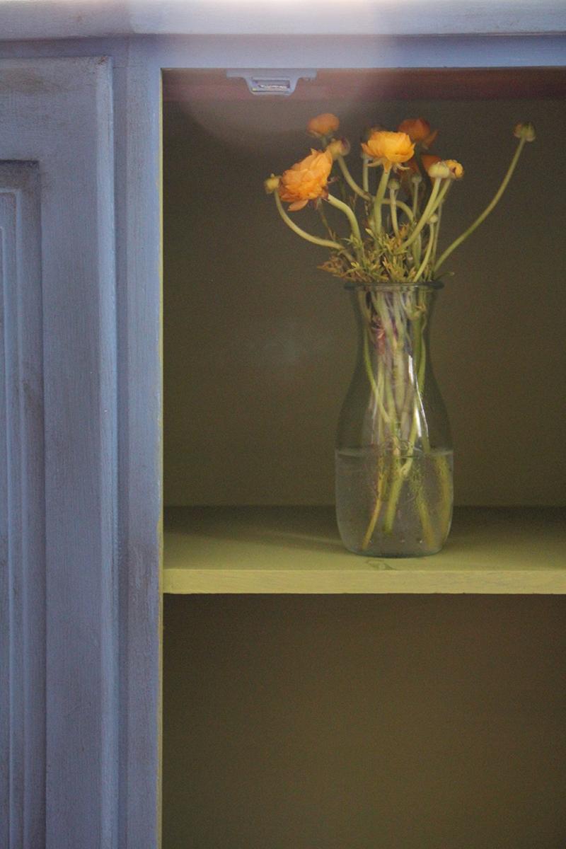 blue-cabinet-flowers