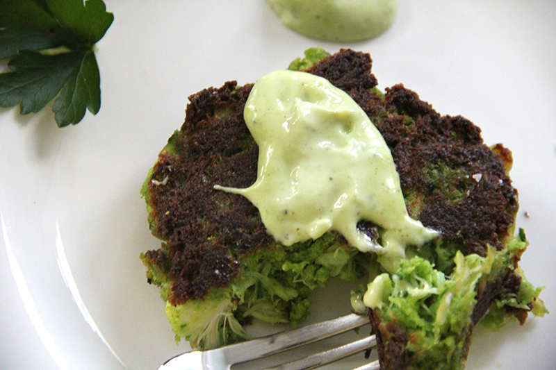superfood-crabacakes-green