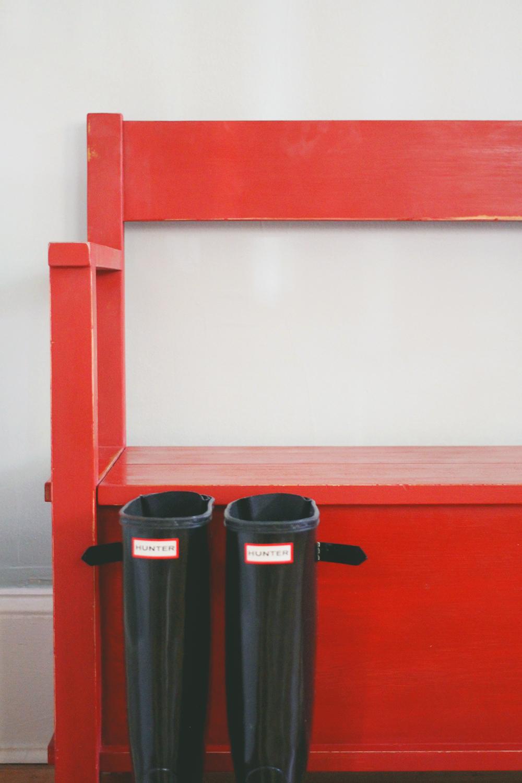 jotorrijos-jo-torrijos-asimplerdesign-anniesloan-emperorssilk-red-bench-1.jpg