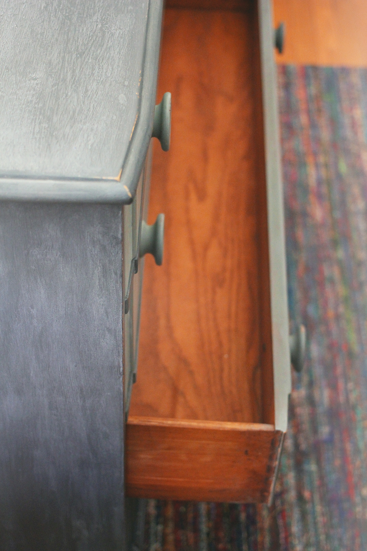 jotorrijos-jo-torrijos-asimplerdesign-anniesloan-chalkpaint-ombre-dresser-1.jpg