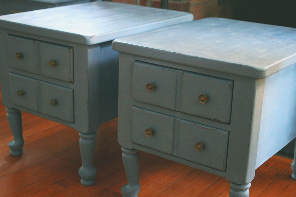 jotorrijos-jo-torrijos-asimplerdesign-a-simpler-design-anniesloan-chalkpaint-old-violet-nightstands-3.jpg