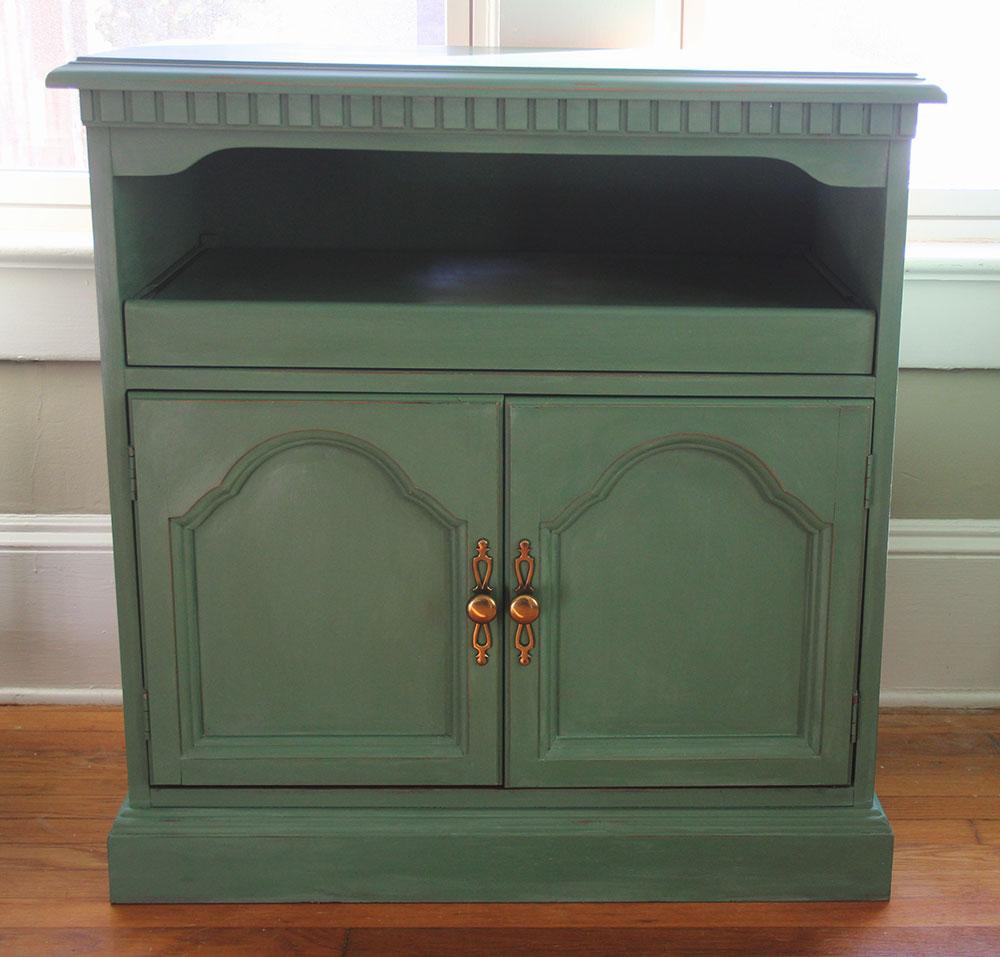 a-simpler-design-jo-torrijos-annie-sloan-chalk-paint-green-console-1.jpg