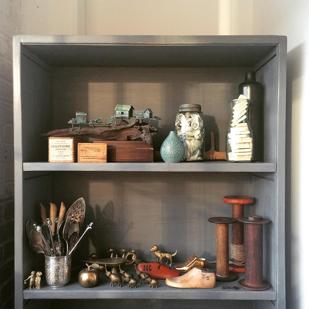 a-simpler-design-jo-torrijos-annie-sloan-chalk-paint-bookcase-1.jpg