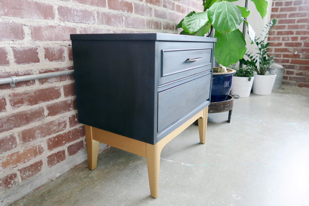 Attrayant A Modern Take On A Mid Century Nightstand: Navy And Gold