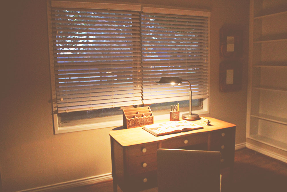 asimplerdesign-a-simpler-design-jotorrijos-jo-torrijos-home-staging-office-mid-century-desk-5.jpg