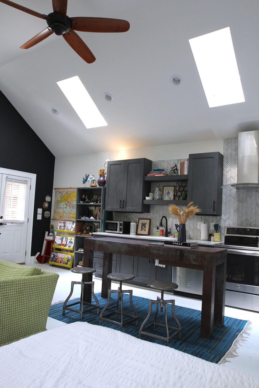 jo-torrijos-states-of-reverie-atlanta-airbnb-modern-bungalow11.jpg
