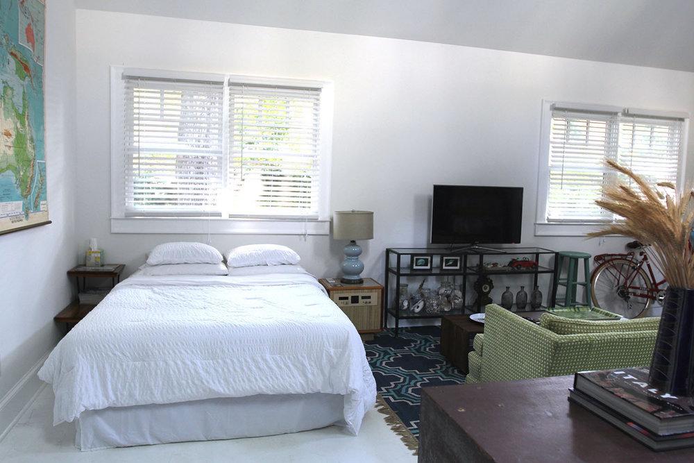 jo-torrijos-states-of-reverie-atlanta-airbnb-modern-bungalow18.jpg