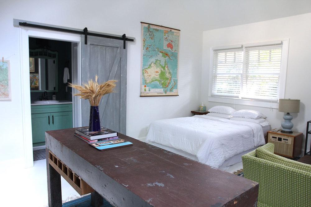 jo-torrijos-states-of-reverie-atlanta-airbnb-modern-bungalow19.jpg