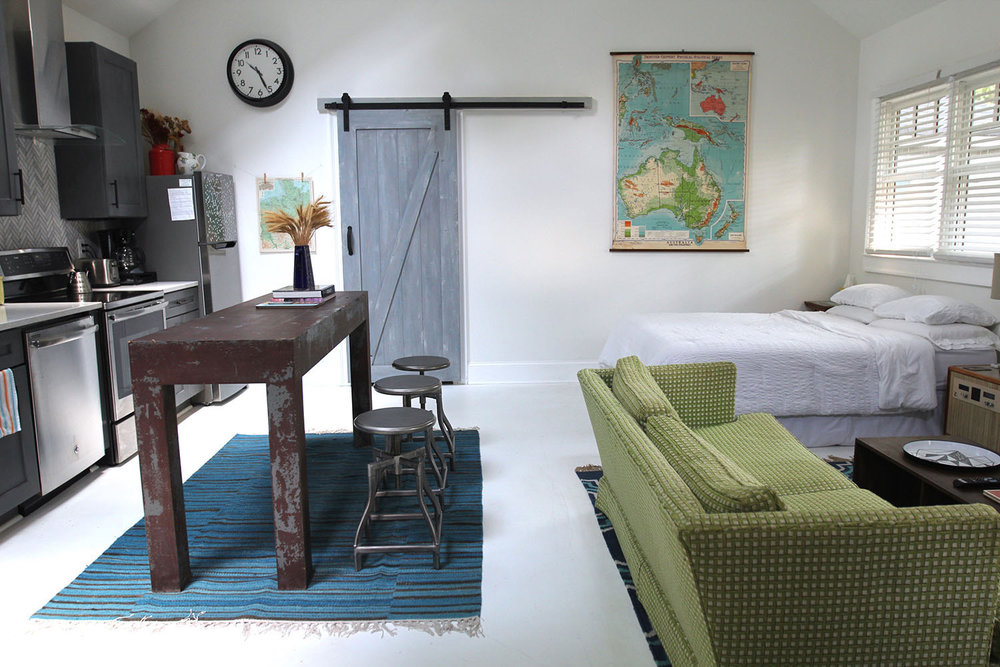 jo-torrijos-states-of-reverie-atlanta-airbnb-modern-bungalow29.jpg