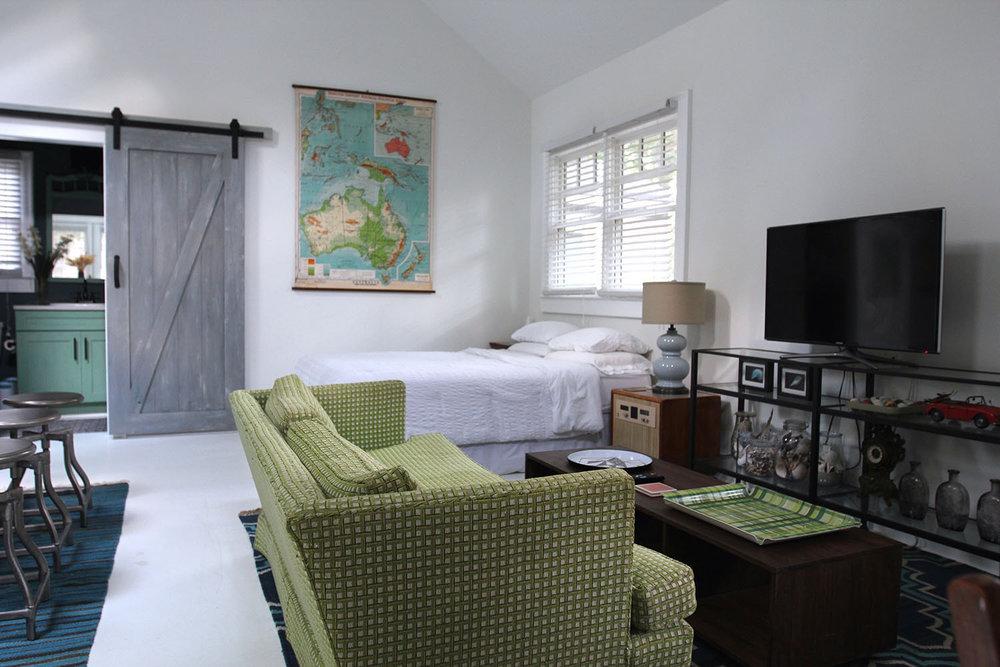 jo-torrijos-states-of-reverie-atlanta-airbnb-modern-bungalow39.jpg