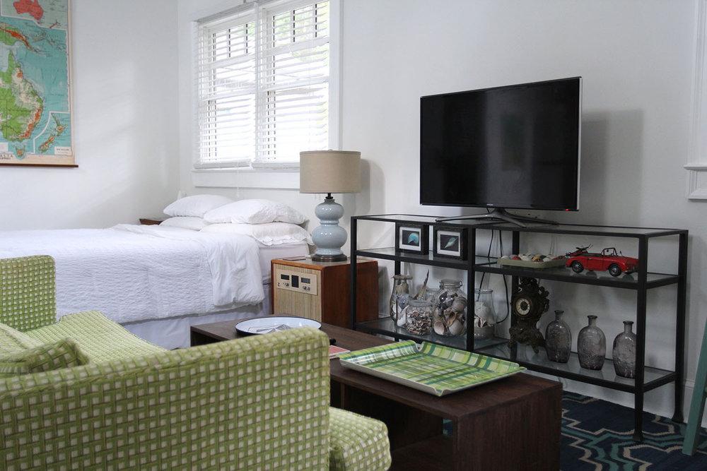 jo-torrijos-states-of-reverie-atlanta-airbnb-modern-bungalow40.jpg