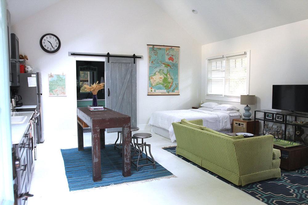 jo-torrijos-states-of-reverie-atlanta-airbnb-modern-bungalow48.jpg