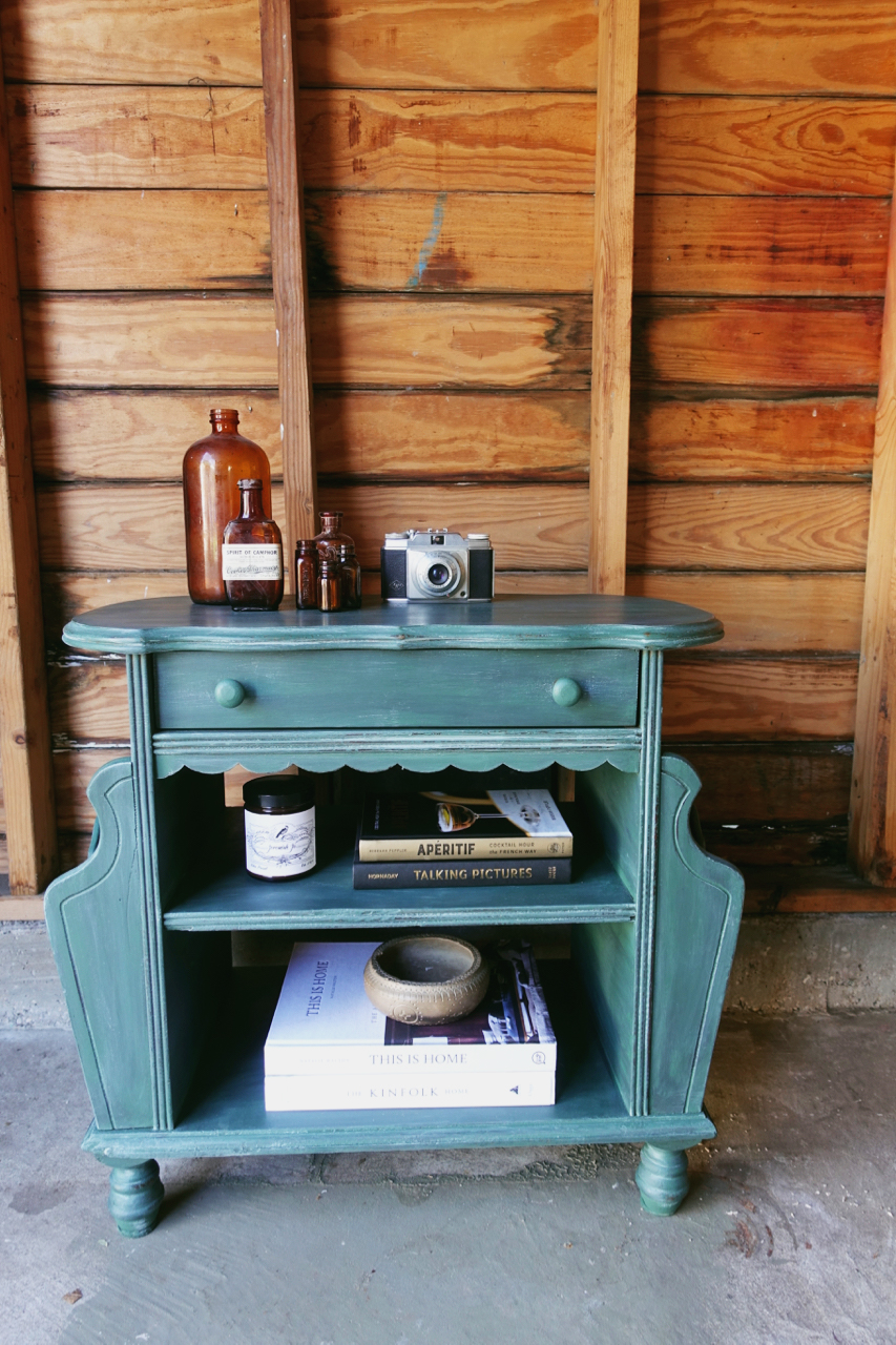 jo-torrijos-a-simpler-design-dallas-painted-furniture-annie-sloan-amsterdam-green-table-2.jpg