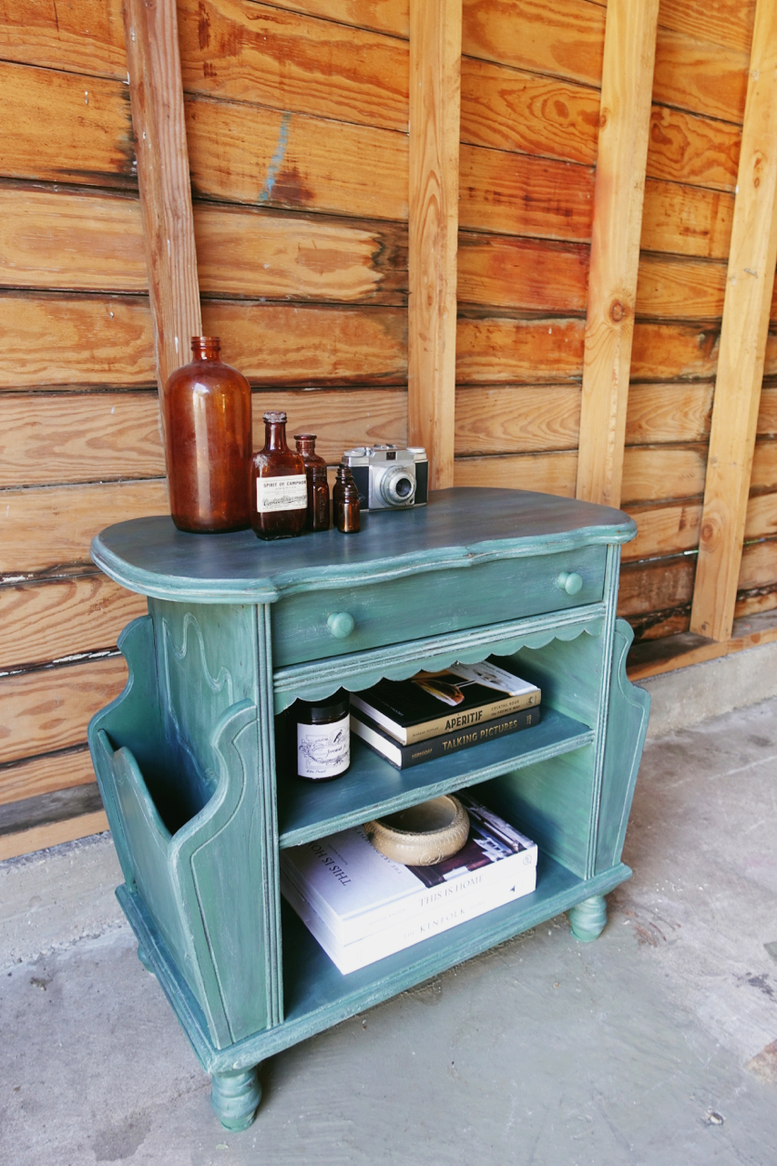 jo-torrijos-a-simpler-design-dallas-painted-furniture-annie-sloan-amsterdam-green-table-3.jpg