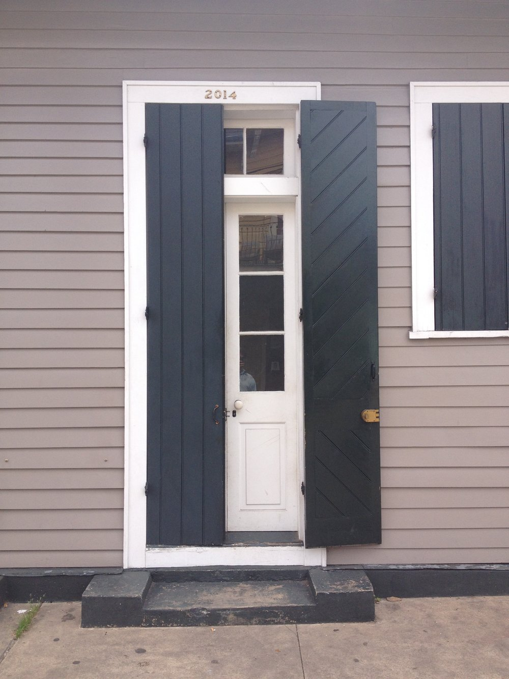 Today we are getting inspired by the pattern on these beautiful doors. Outside is one way, inside is another.